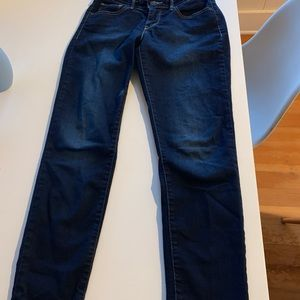 Levi's 811 skinny jeans for curvy girls